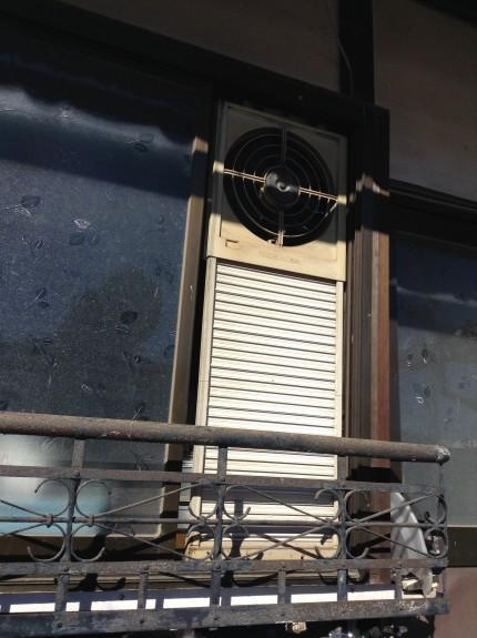 窓に取り付ける換気扇