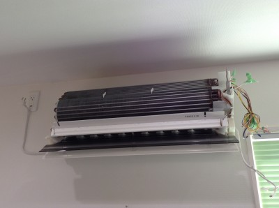 パナソニック製のおそうじ機能付きエアコン。分解困難。
