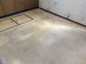 キッチンの床のべたつき除去