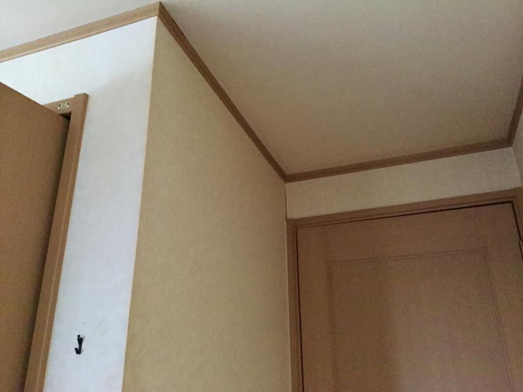 クロス染色 ヤニ汚れの壁紙を白くする技法 佐久市のハウス