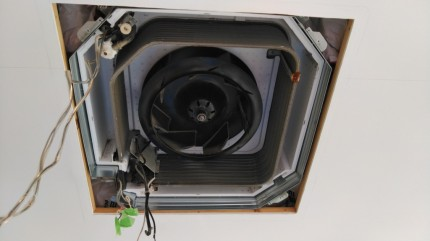 天井埋込エアコン コロナウィルス対策空調設備のクリーニング